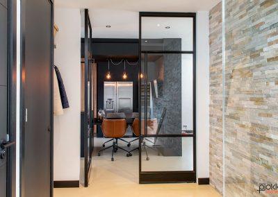 Project-glazenwand-stalen-deuren-dubbel-taats-1-dicht-1-open