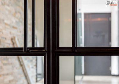 Project-glazenwand-stalen-deuren-dubbel-taats-detail-handgrepen-18
