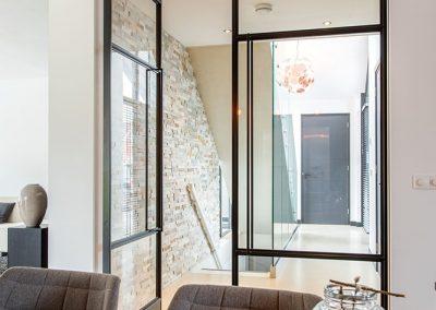 Project-glazenwand-stalen-deuren-taats-dubbel-1-open-1-dicht-detail-18