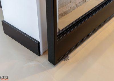 Project-glazenwand-stalen-deuren-taats-dubbel-detail-vloerdeel