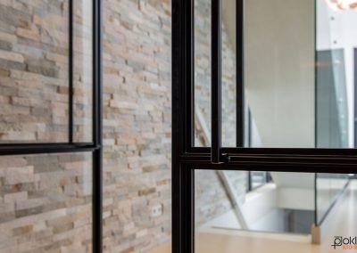 Project-waterland-stalen-taats-deur-smal-profiel-zwart-gang-woonkamer-keuken-d-handgreep-detail-foto-1